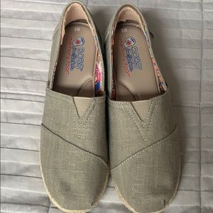 Bobs Sz 8 Taupe